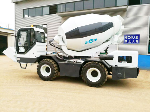 2.5m³ self loading mobile mixing truck
